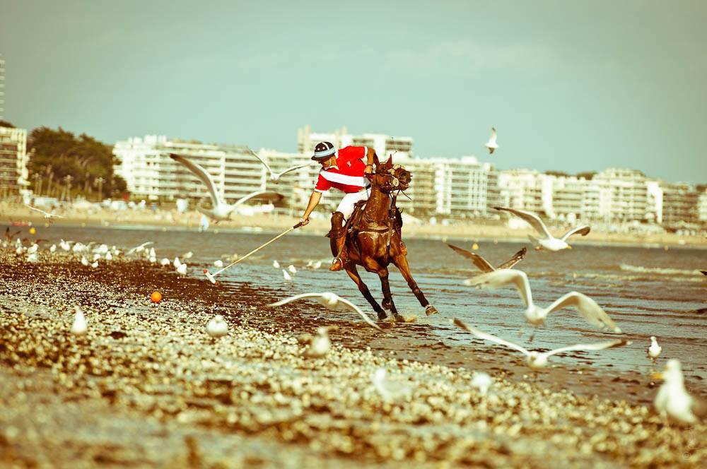 joueur de polo sur la plage de La Baule-photographe-la-baule-nantes-pedro-loustau