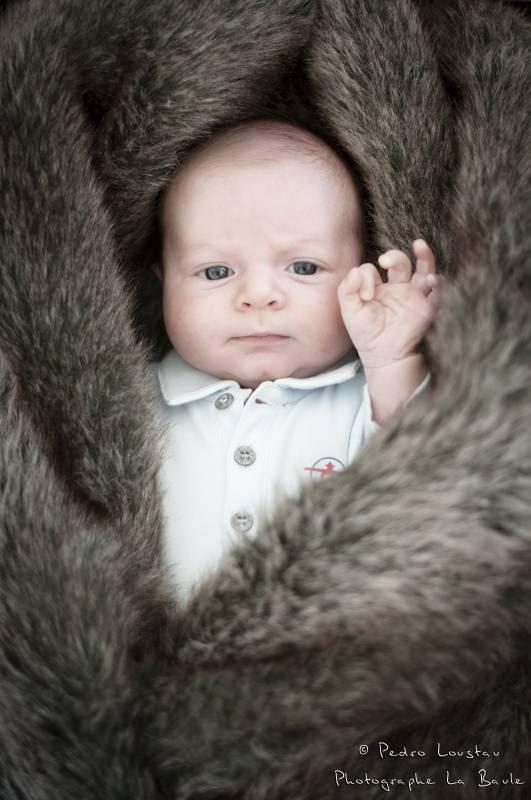 bébé dans une peau de bete-photographe-la-baule-pedro-loustau