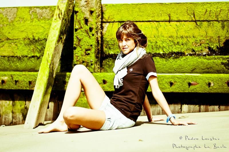 jeune femme sur la plage-photographe-la-baule-nantes-pedro-loustau-
