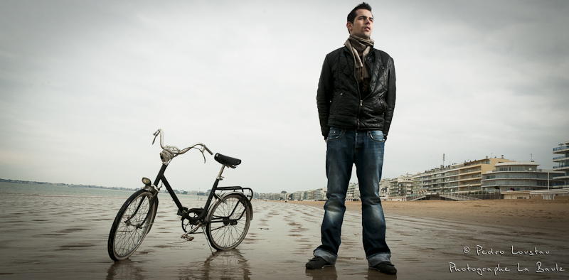portrait au flash sur la plage de la baule-photographe-la-baule-nantes-pedro-loustau