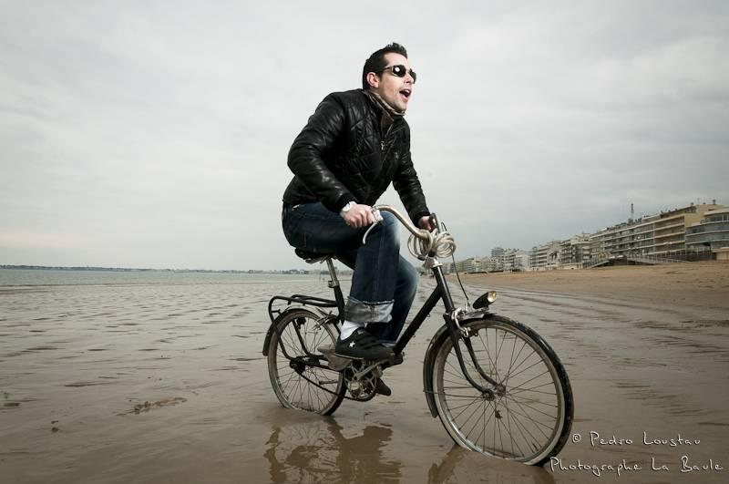 flash et velo sur la plage de la baule-photographe-la-baule-nantes-pedro-loustau