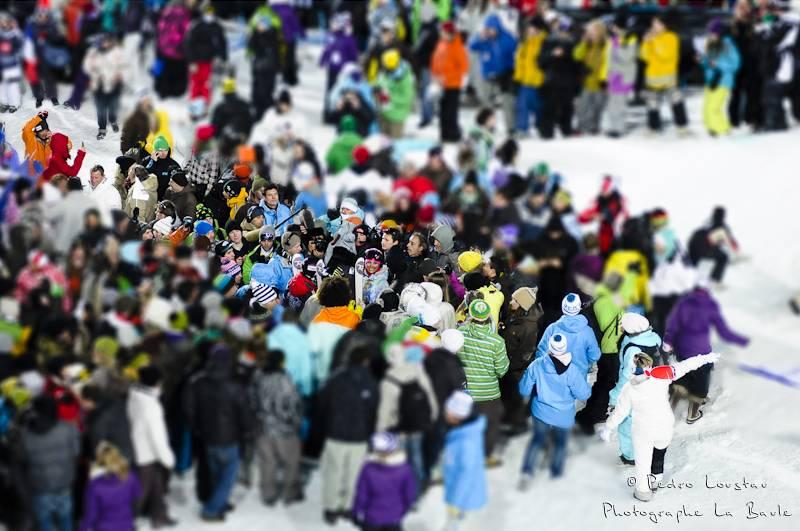 la foule qui s'amace sur kevin rolland apres sa victoire photographe la baule nantes pedro loustau