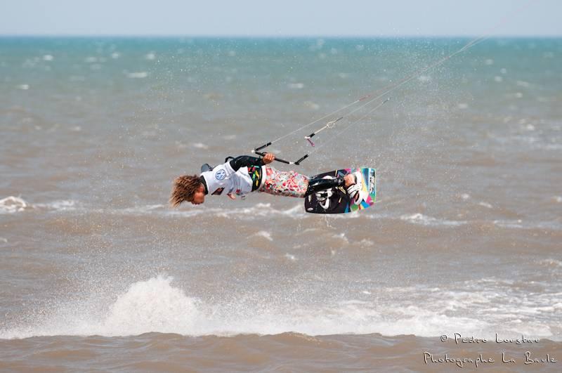 les dominicains sont très doués en wakestyleyouri qui sort de l'eaurasta rideur-photographe la baule- photographe nantes- Leucate-mondial du vent-kitesurf