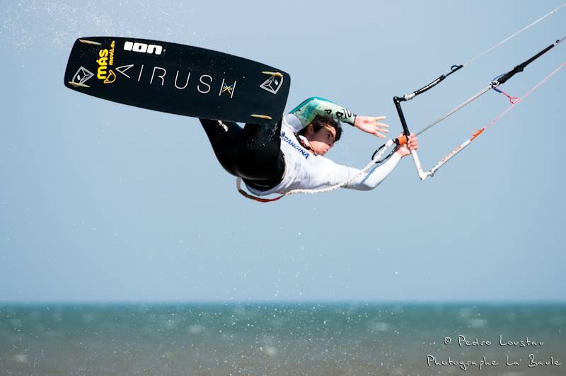 alex inthe airyouri qui sort de l'eaurasta rideur-photographe la baule- photographe nantes- Leucate-mondial du vent-kitesurf