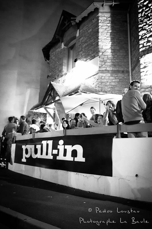 vue d'ensemble en noir et blanc /  studio photo café de la poste pull in pedro loustau photogreaphe la baule nantes