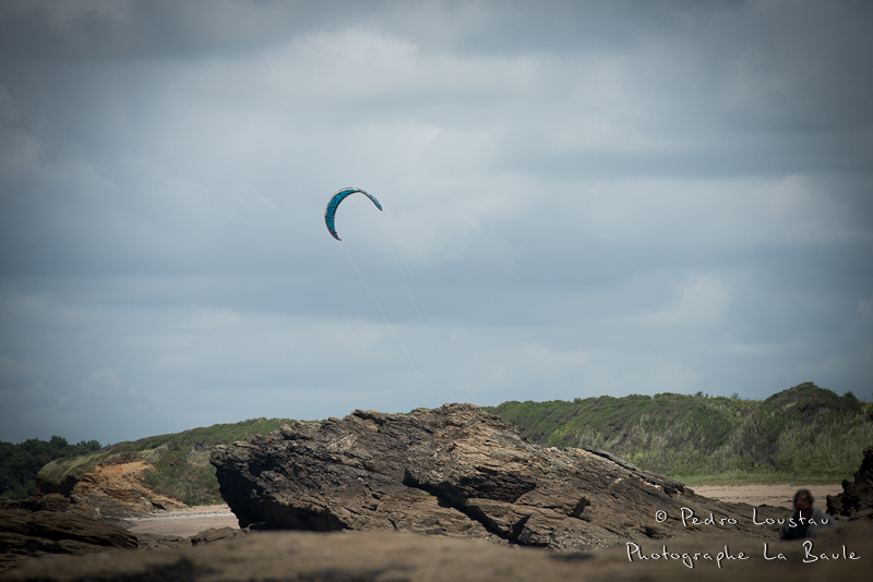 kitesurf on the rock! - pedro loustau - photographe la baule nantes