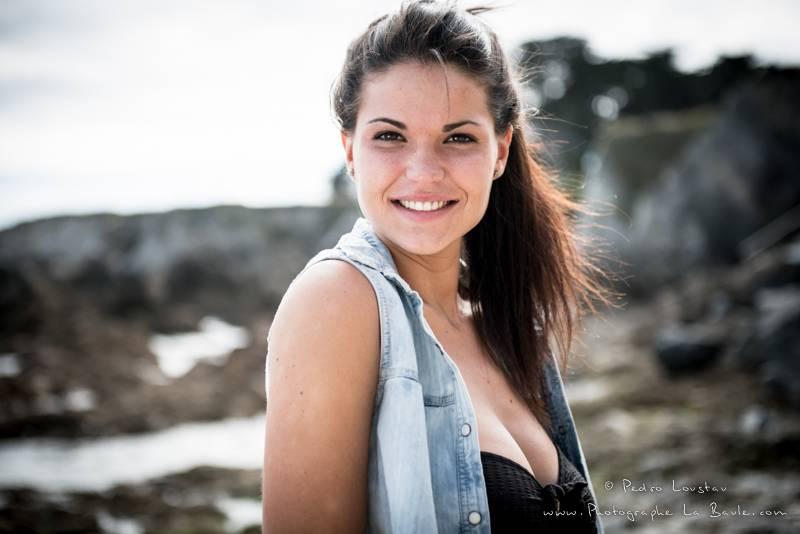 jolie sourire de profil - photographe la baule nantes portrait book professionel Pedro Loustau -