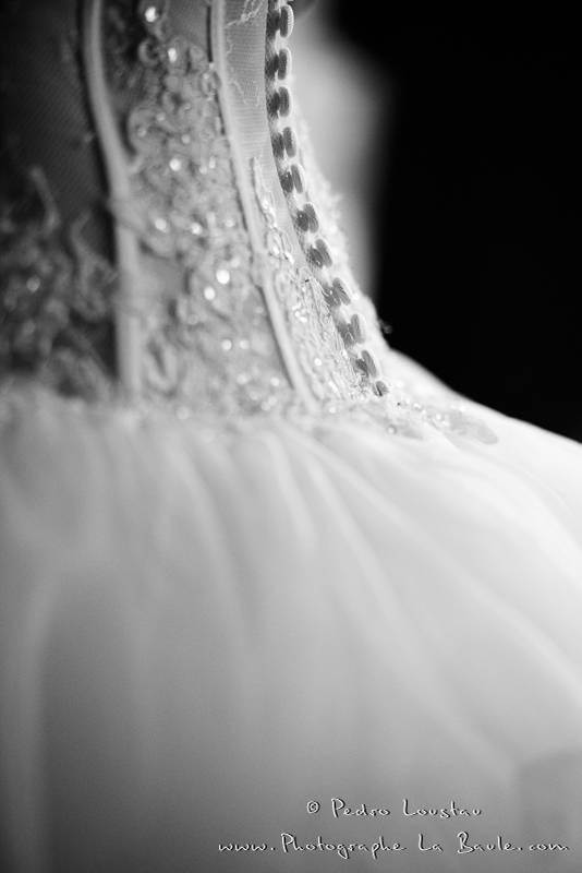 détail de la robe de mariée -©pedro loustau 2012- photographe la baule nantes guérande -mariage-