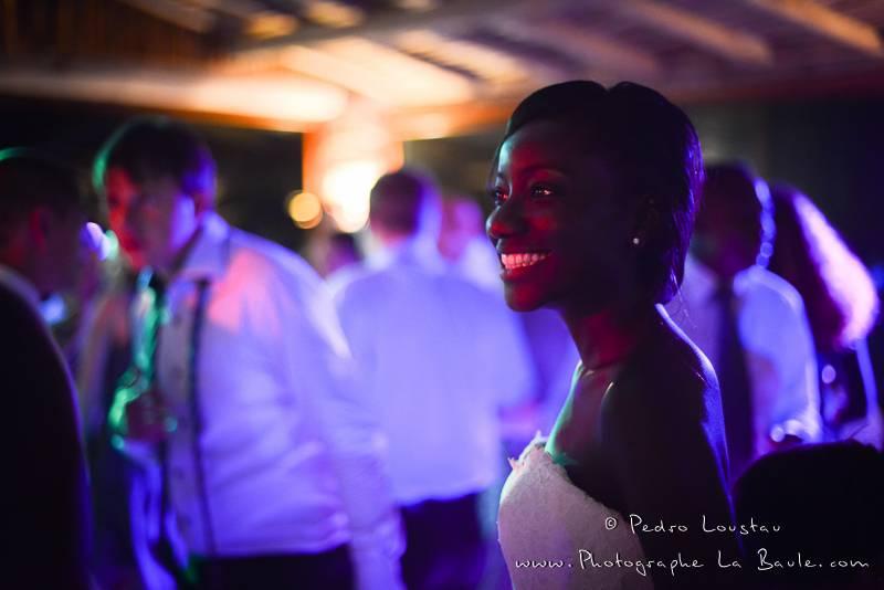 bride at party time -©pedro loustau 2012- photographe la baule nantes guérande -mariage-