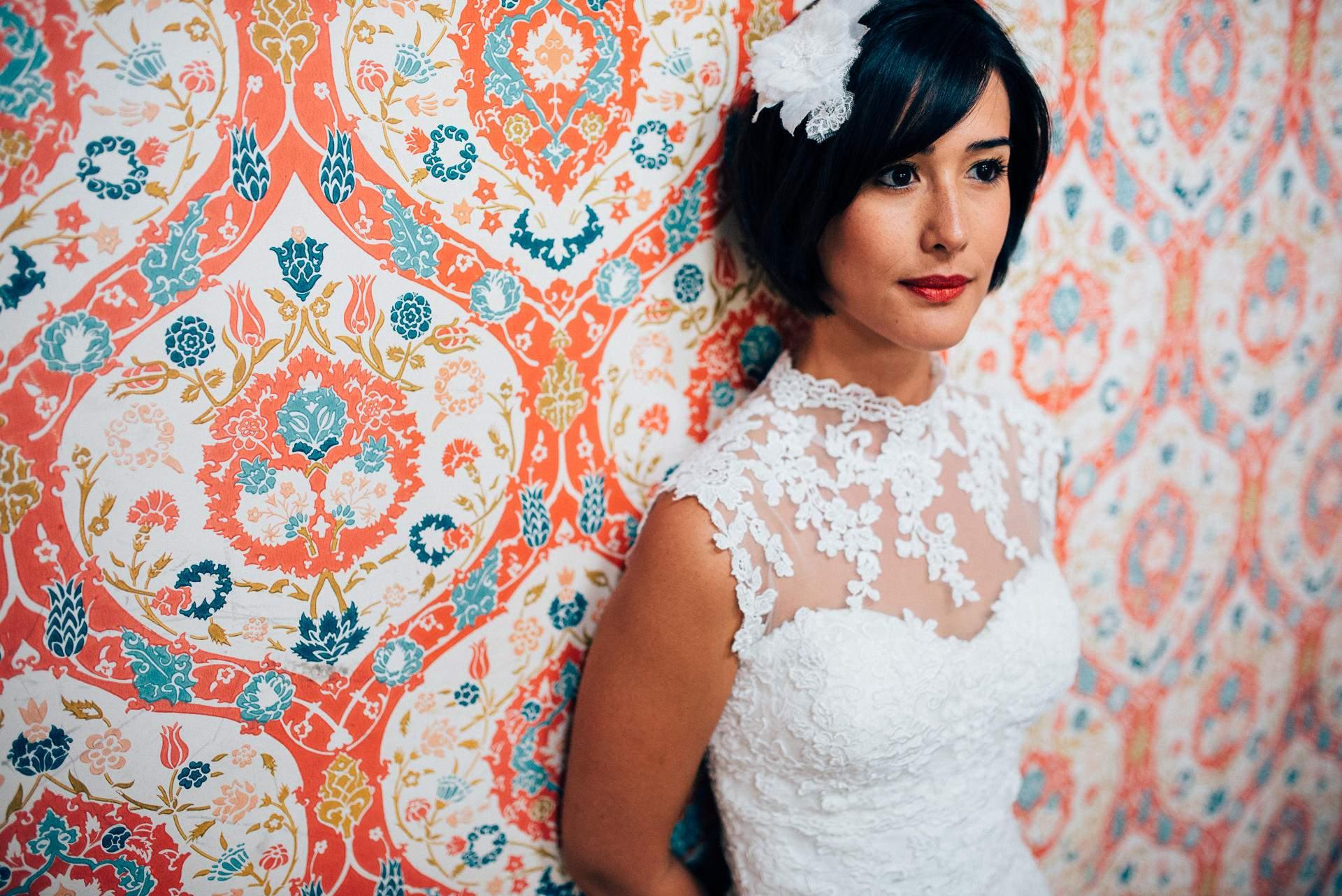mariée lors des préparatif de son mariage à La Baule - photographe la baule
