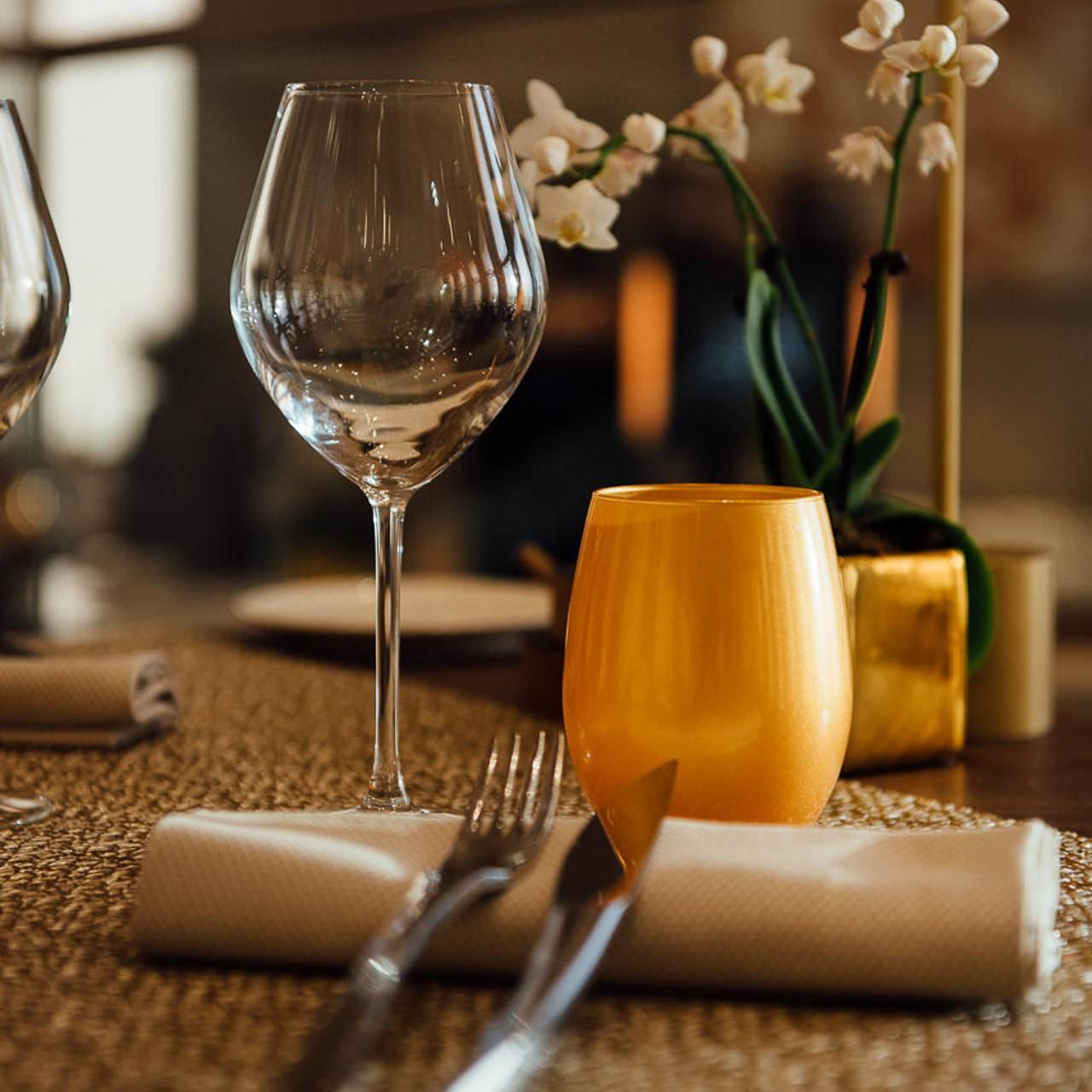 gros plan sur une table de restaurant - photographe la baule