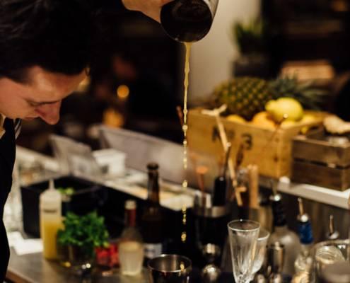 barman at work - photographe la baule